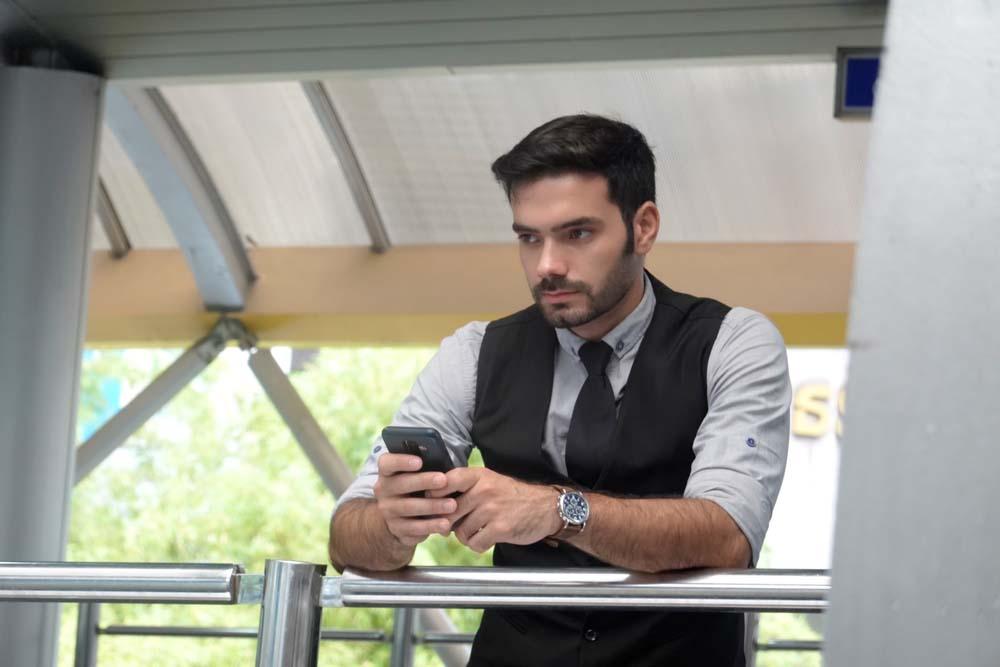 men using dating app