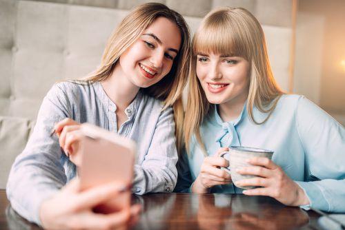 Какие фото сделают вас неотразимой в приложениях для знакомств
