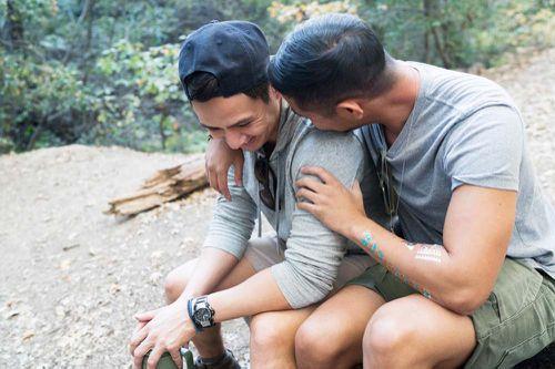 Si buscas contactos gay, lee esto antes de lanzarte a probar apps para ligar