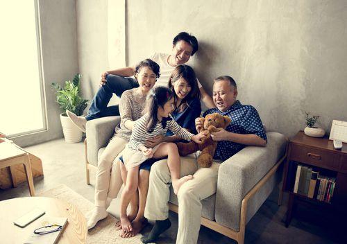 嫁给有小孩的外国男人:如何处理复杂的家庭关系