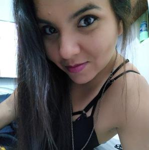 Leonela Meneses 32