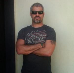 Eduardo Linares 45