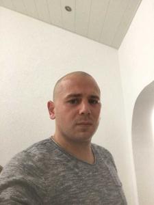 Viktor  34